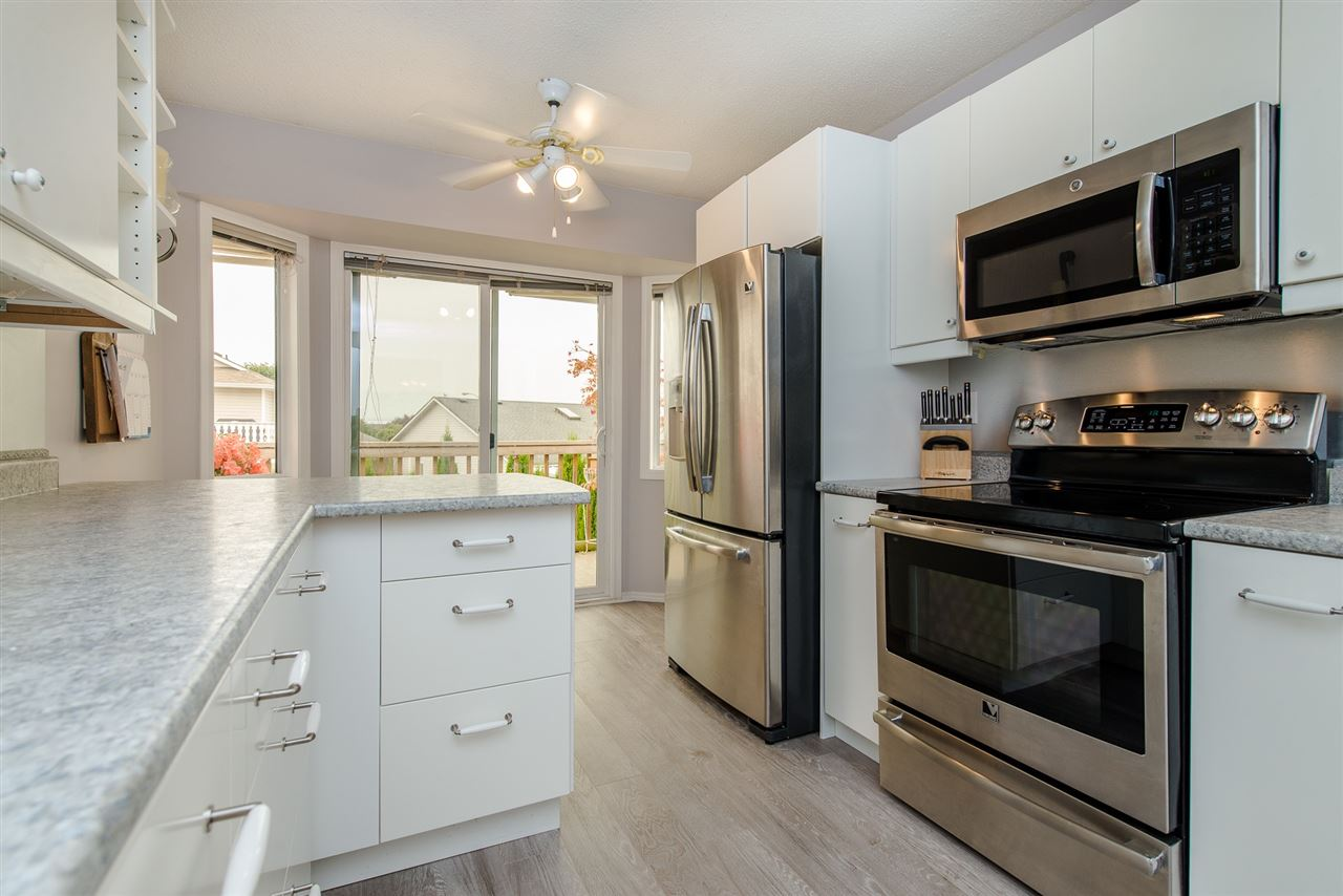 Detached at 44665 CONNAUGHT PLACE, Sardis, British Columbia. Image 7