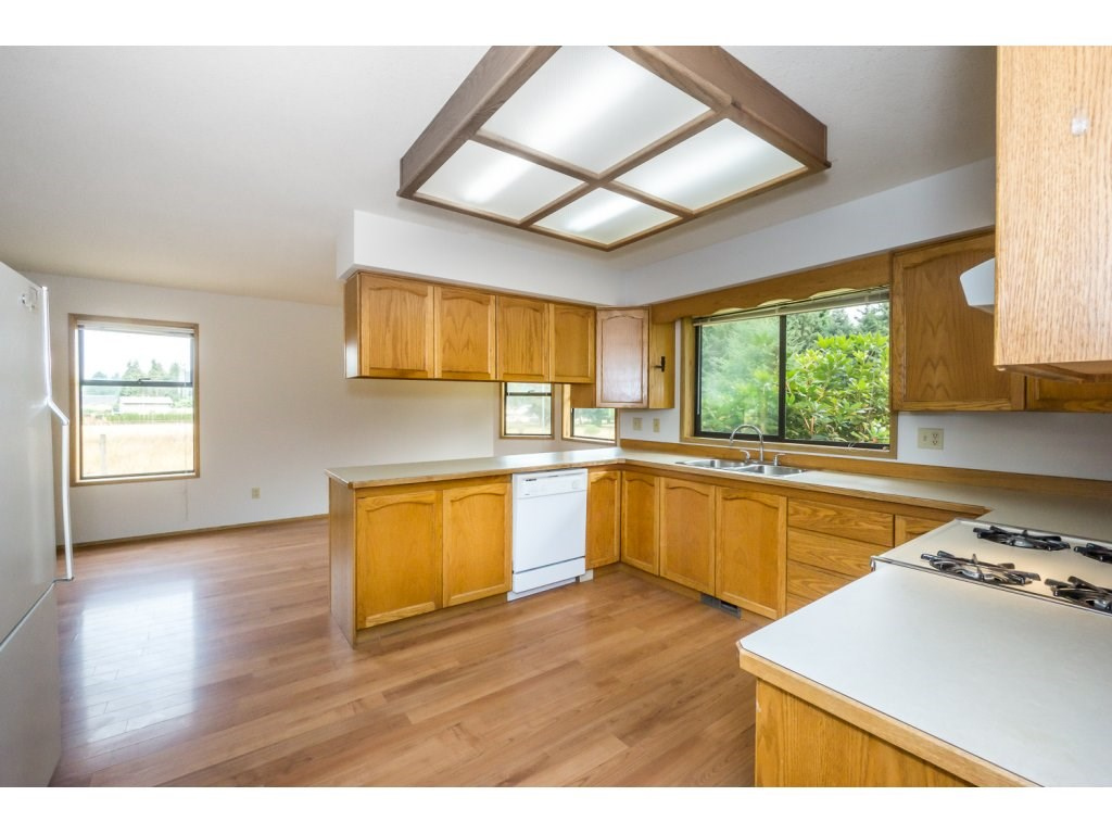 Detached at 24590 50 AVENUE, Langley, British Columbia. Image 6