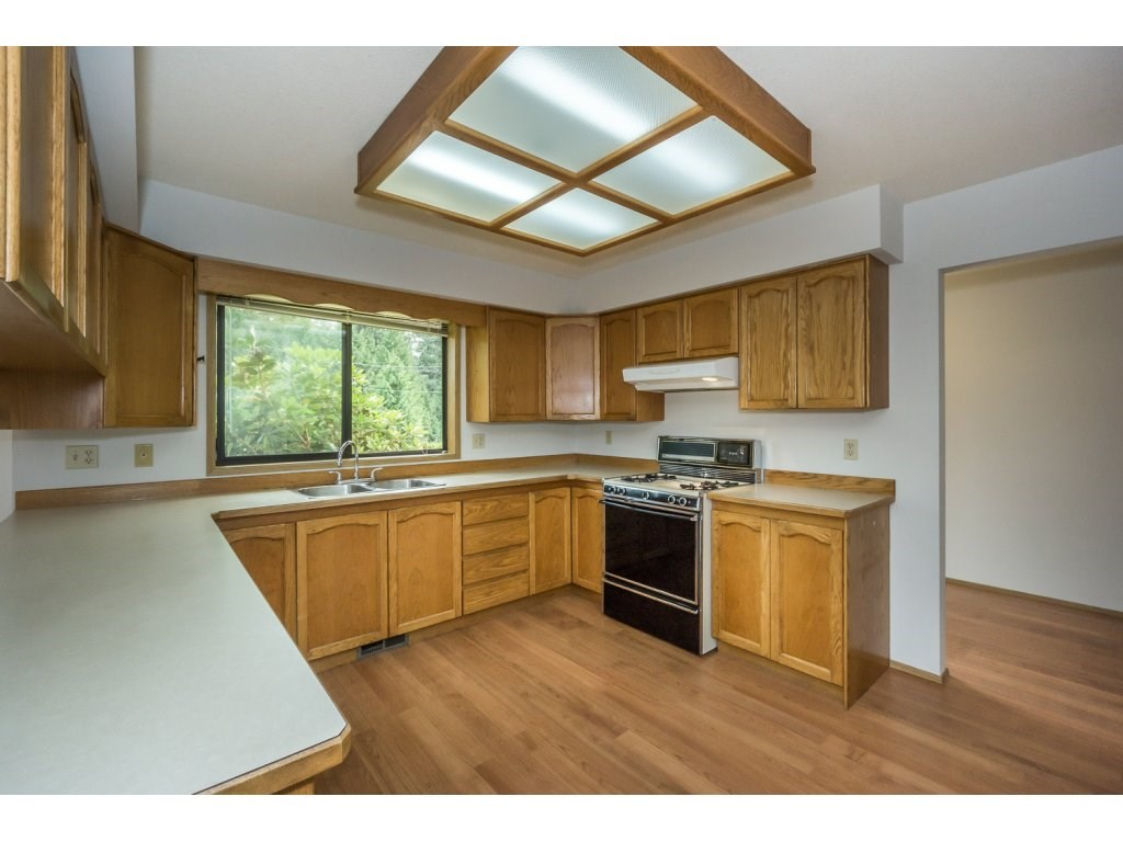 Detached at 24590 50 AVENUE, Langley, British Columbia. Image 7