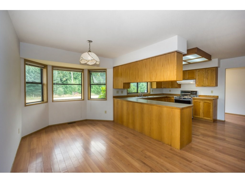 Detached at 24590 50 AVENUE, Langley, British Columbia. Image 8