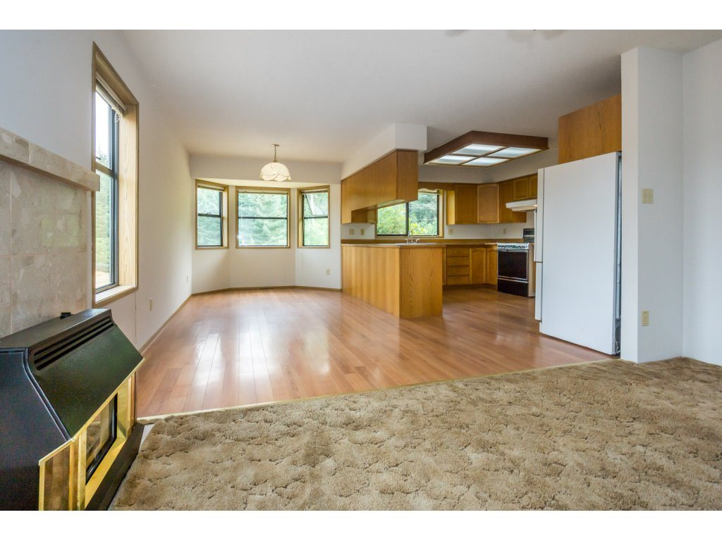 Detached at 24590 50 AVENUE, Langley, British Columbia. Image 9