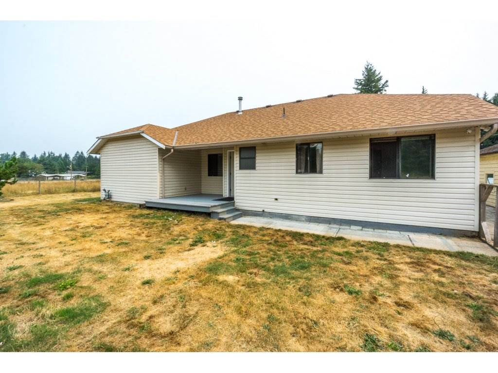 Detached at 24590 50 AVENUE, Langley, British Columbia. Image 17
