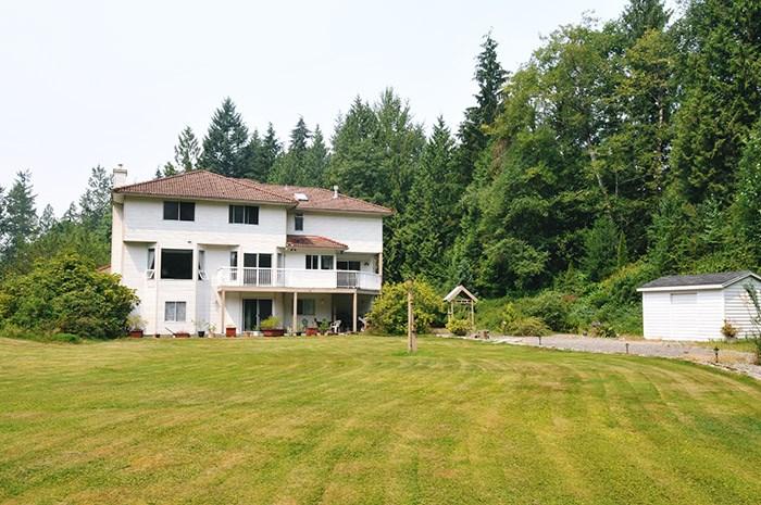 Detached at 26382 TRETHEWEY CRESCENT, Maple Ridge, British Columbia. Image 3
