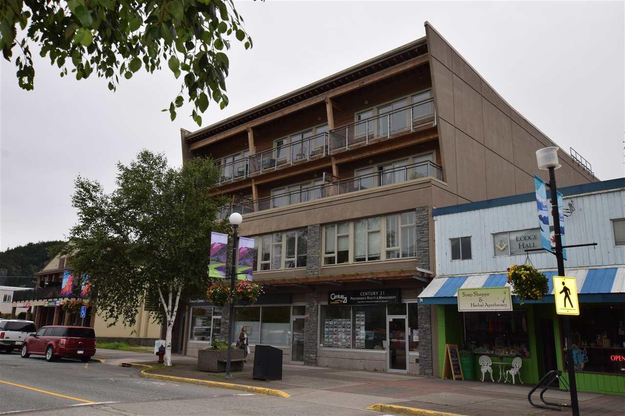 Condo Apartment at 403 38142 CLEVELAND AVENUE, Unit 403, Squamish, British Columbia. Image 3
