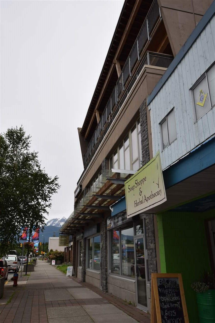 Condo Apartment at 403 38142 CLEVELAND AVENUE, Unit 403, Squamish, British Columbia. Image 6
