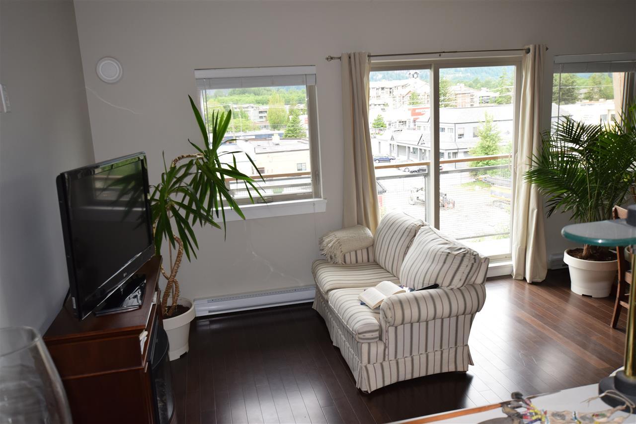 Condo Apartment at 403 38142 CLEVELAND AVENUE, Unit 403, Squamish, British Columbia. Image 17