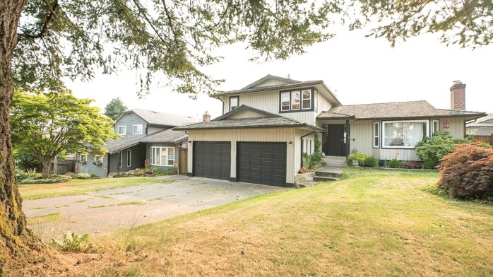 Detached at 3356 271A STREET, Langley, British Columbia. Image 2