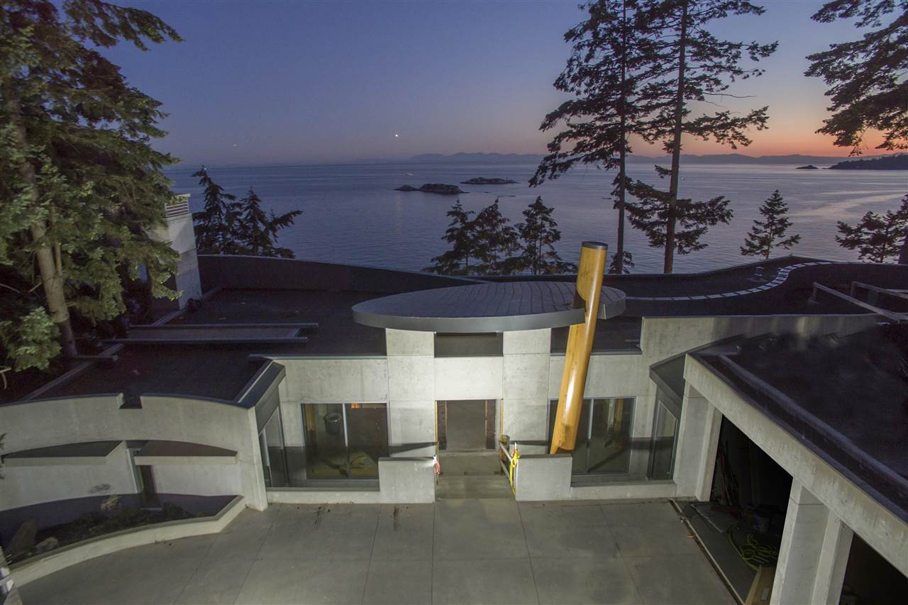 Detached at 5225 GULF PLACE, West Vancouver, British Columbia. Image 16