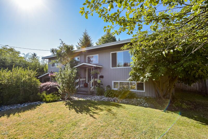 Detached at 20270 50 AVENUE, Langley, British Columbia. Image 1