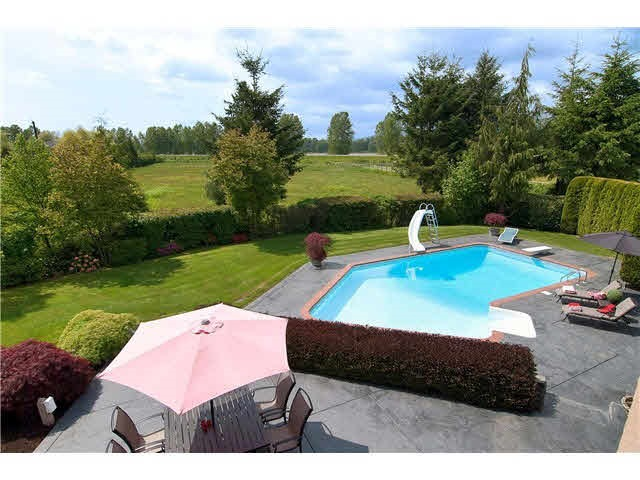 Detached at 14567 CHARLIER ROAD, Pitt Meadows, British Columbia. Image 5