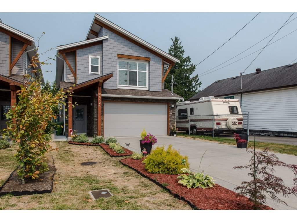 Detached at 45525 REECE AVENUE, Chilliwack, British Columbia. Image 1