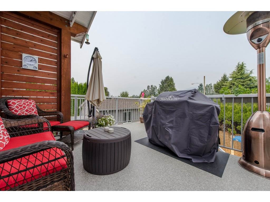 Detached at 45525 REECE AVENUE, Chilliwack, British Columbia. Image 2