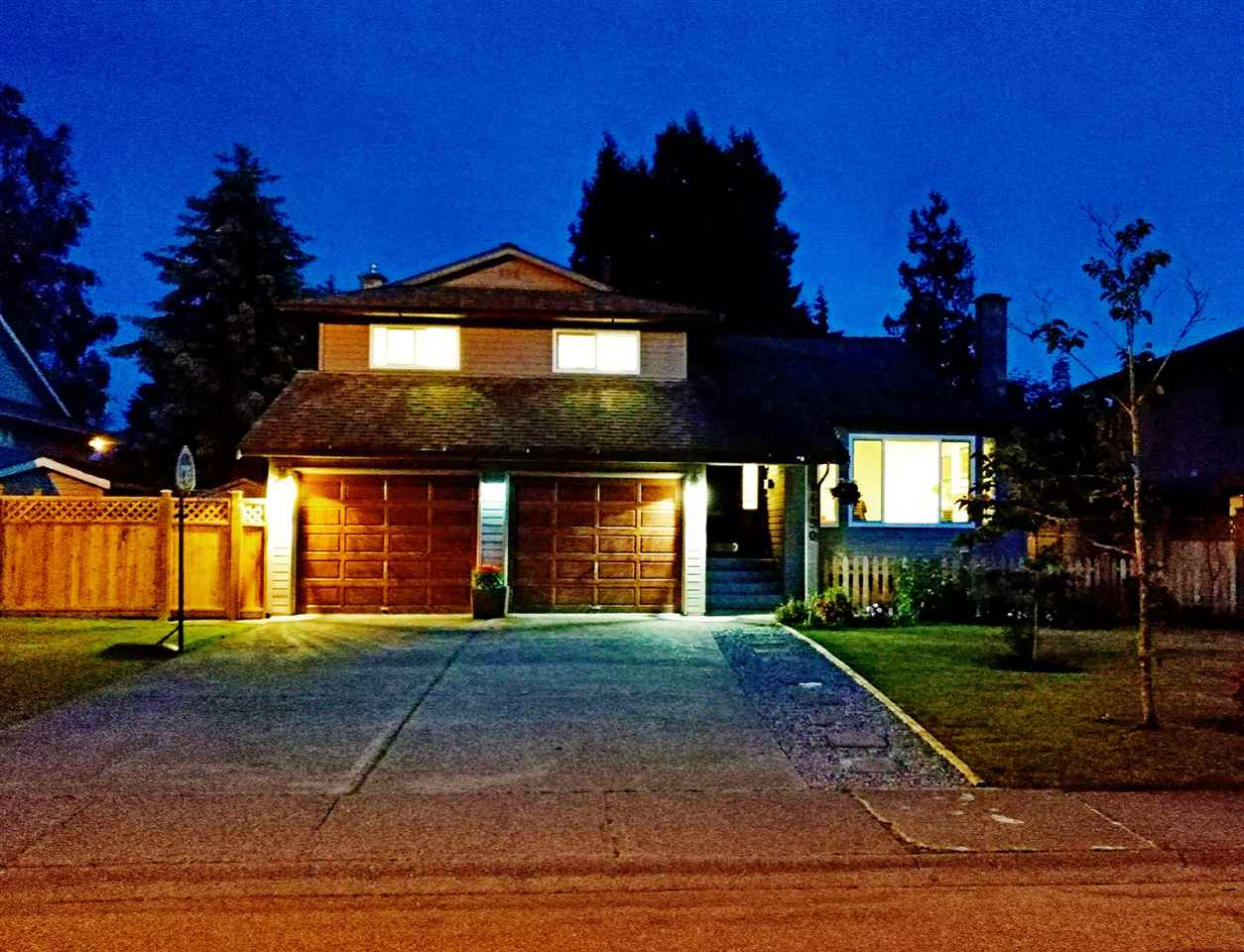 Detached at 14190 18A AVENUE, South Surrey White Rock, British Columbia. Image 2