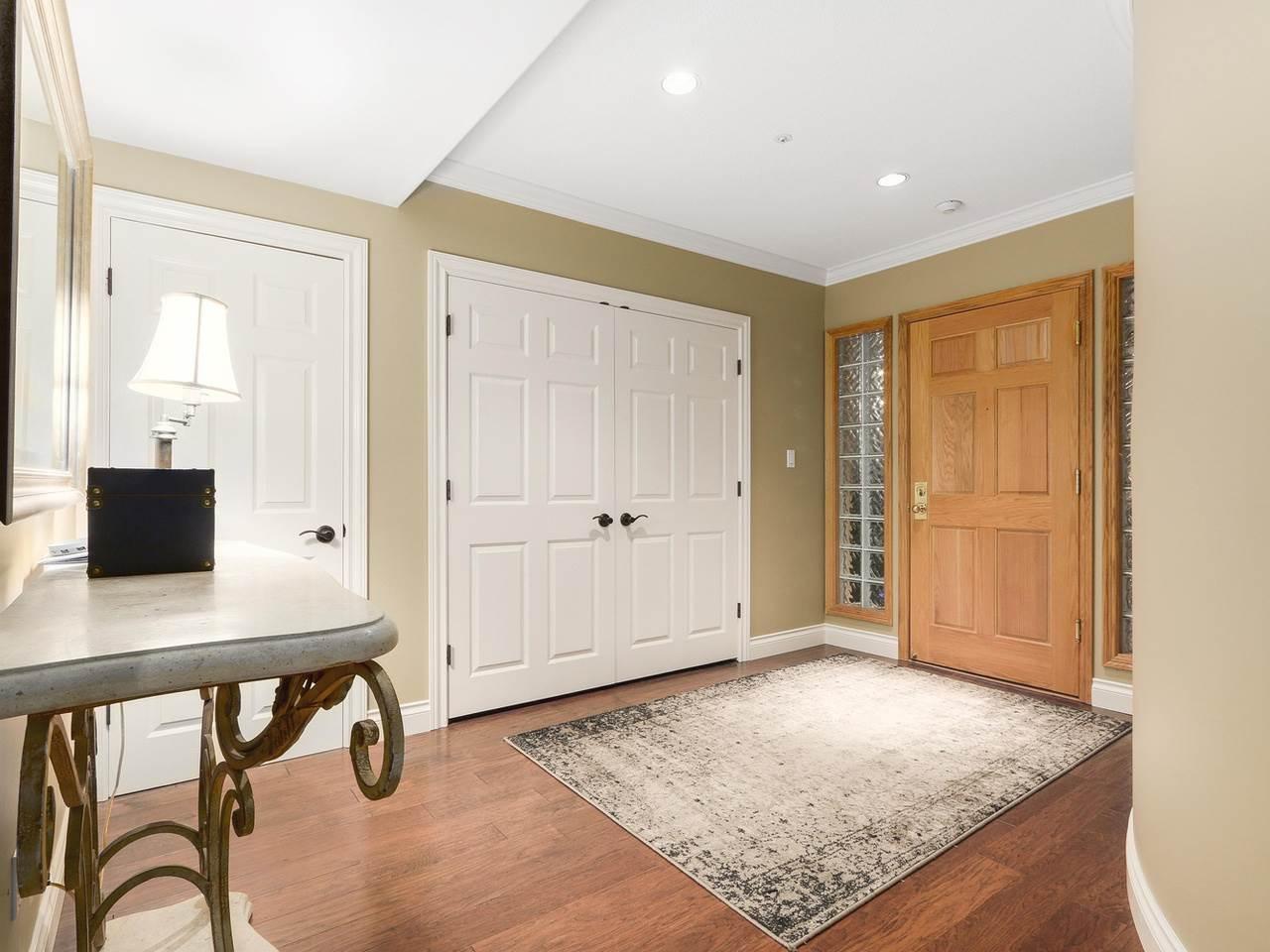 Condo Apartment at 201 1725 128 STREET, Unit 201, South Surrey White Rock, British Columbia. Image 2