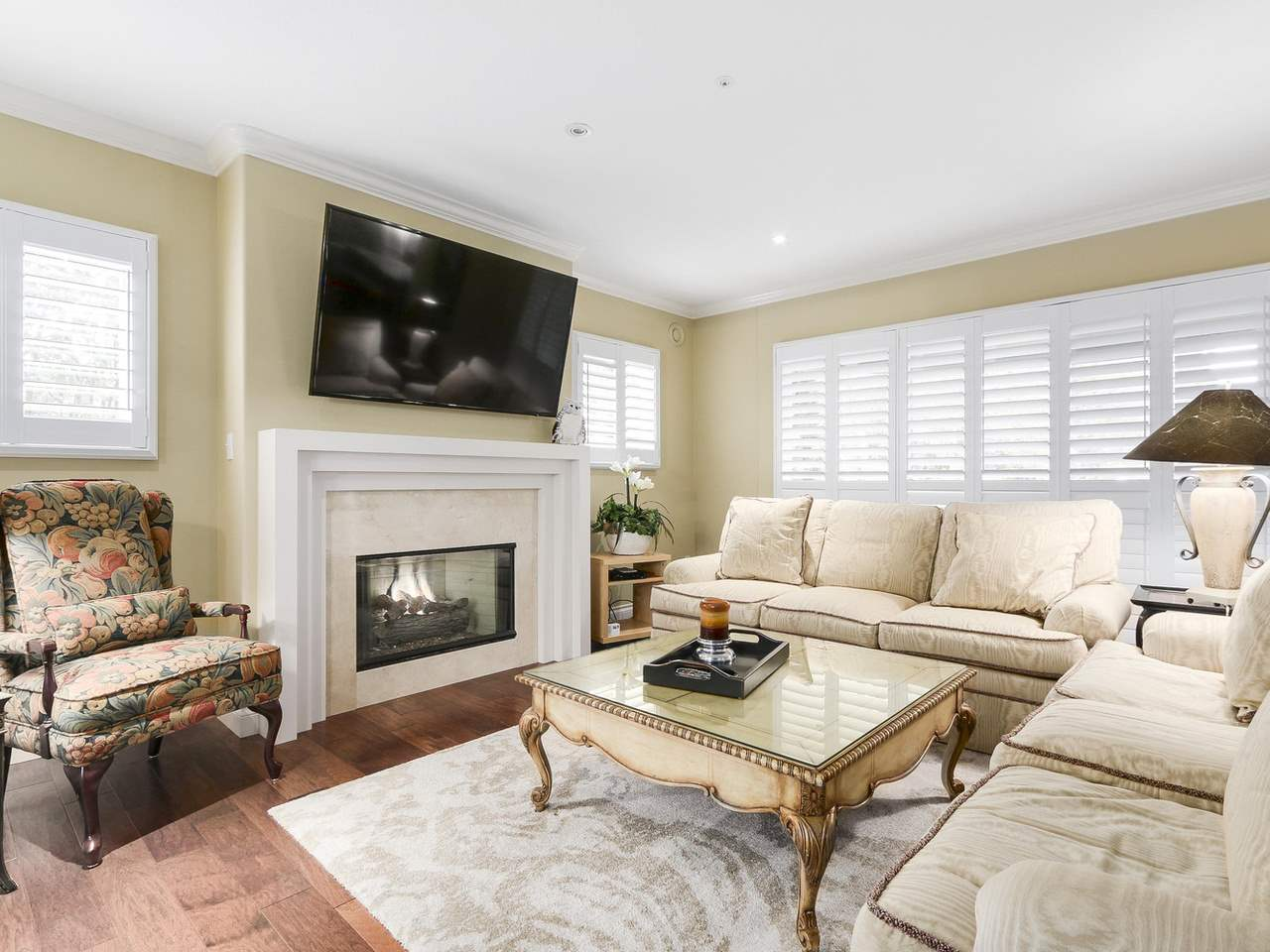 Condo Apartment at 201 1725 128 STREET, Unit 201, South Surrey White Rock, British Columbia. Image 3