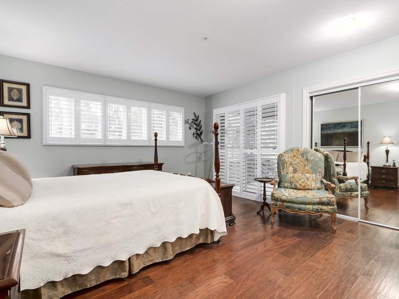 Condo Apartment at 201 1725 128 STREET, Unit 201, South Surrey White Rock, British Columbia. Image 8