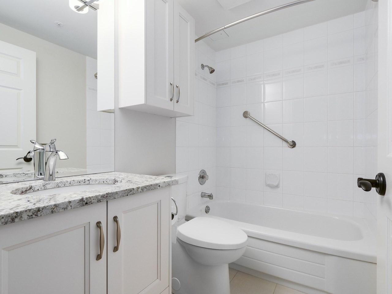 Condo Apartment at 201 1725 128 STREET, Unit 201, South Surrey White Rock, British Columbia. Image 12
