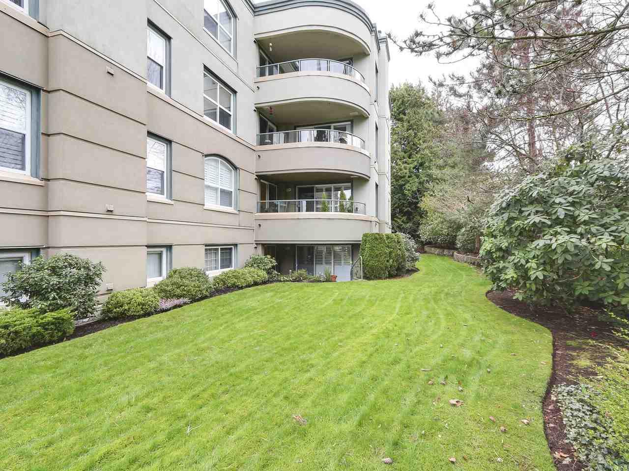 Condo Apartment at 201 1725 128 STREET, Unit 201, South Surrey White Rock, British Columbia. Image 13