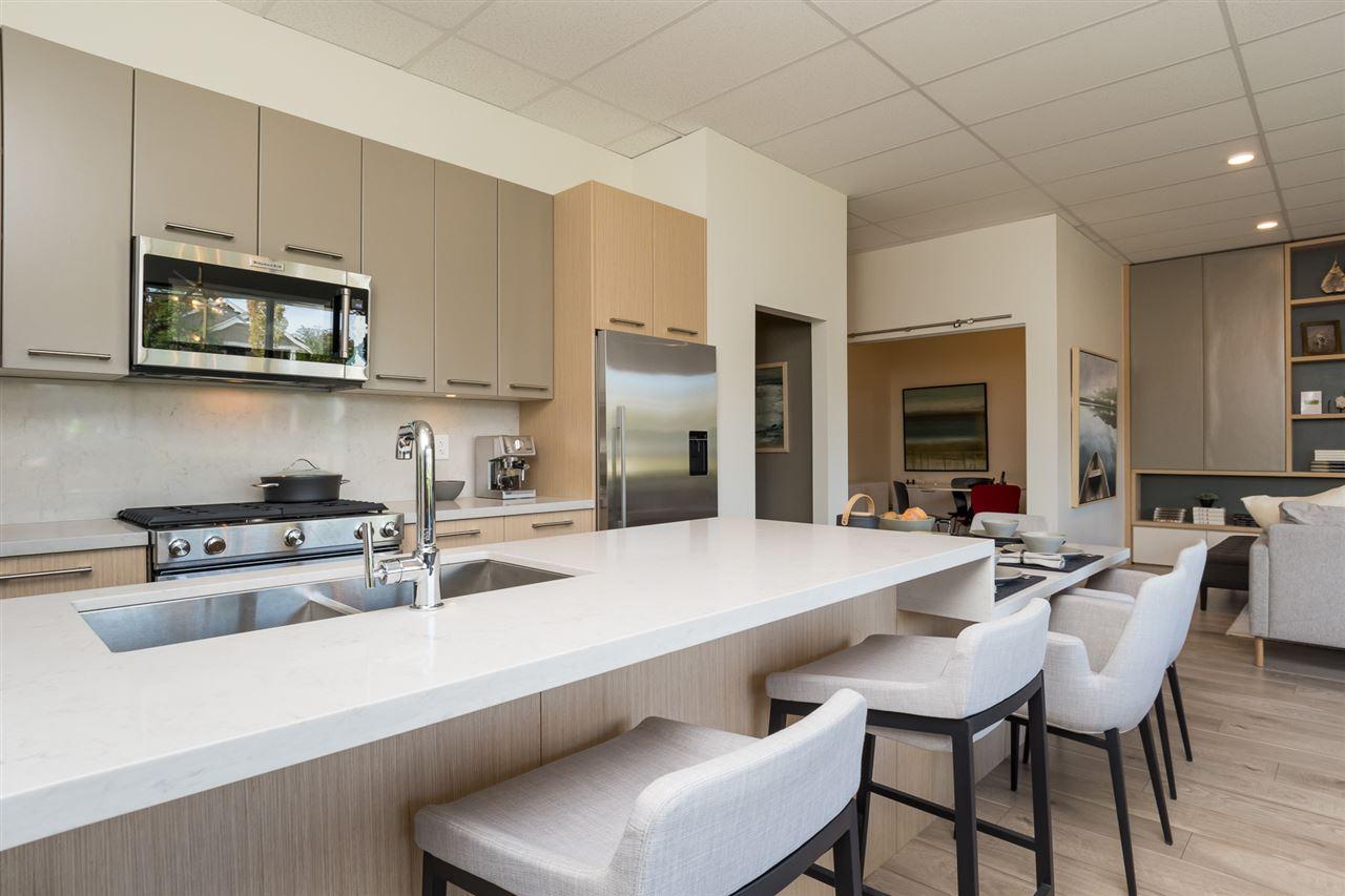 Condo Apartment at 206 14022 NORTH BLUFF ROAD, Unit 206, South Surrey White Rock, British Columbia. Image 2