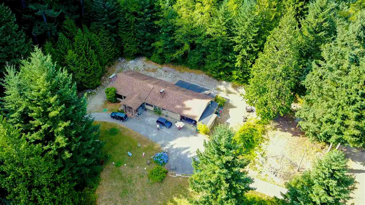 Detached at 1077 KEITH ROAD, Sunshine Coast, British Columbia. Image 4