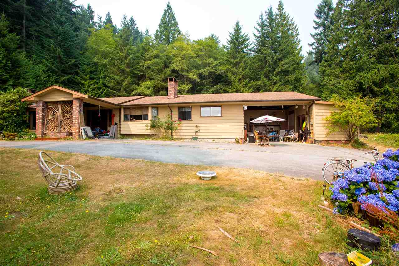 Detached at 1077 KEITH ROAD, Sunshine Coast, British Columbia. Image 6