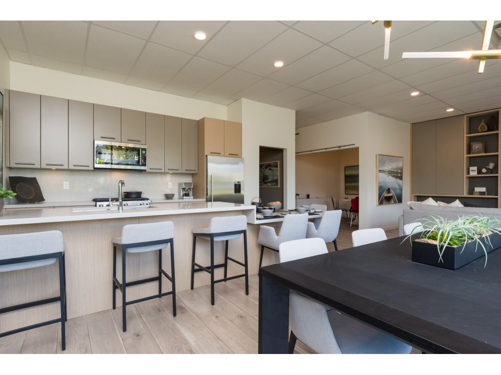 Condo Apartment at 501 14022 NORTH BLUFF ROAD, Unit 501, South Surrey White Rock, British Columbia. Image 2