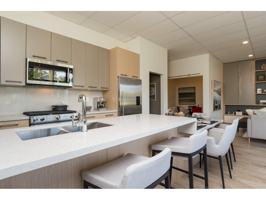 Condo Apartment at 501 14022 NORTH BLUFF ROAD, Unit 501, South Surrey White Rock, British Columbia. Image 3