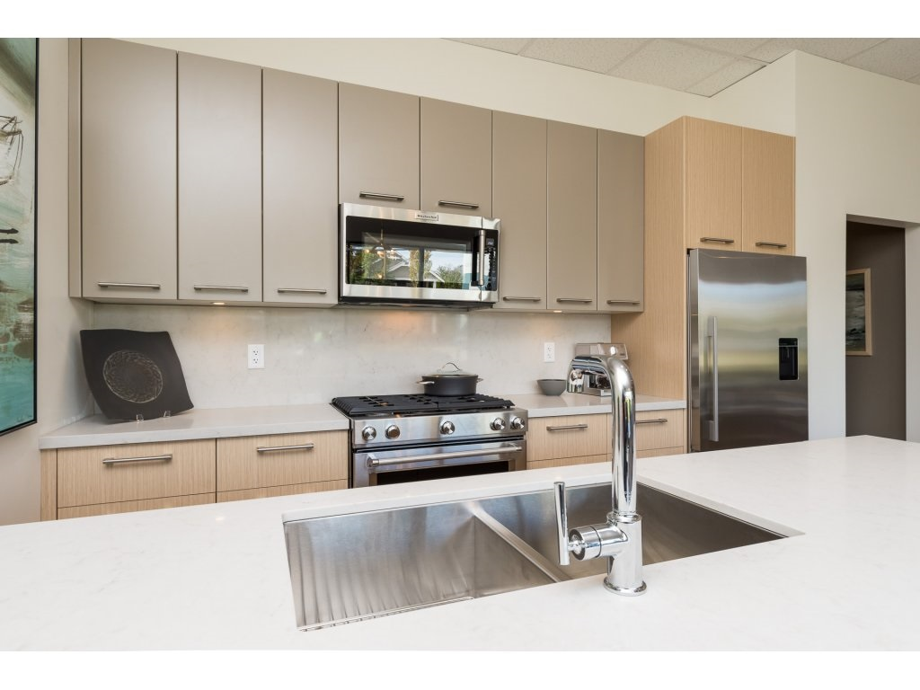 Condo Apartment at 501 14022 NORTH BLUFF ROAD, Unit 501, South Surrey White Rock, British Columbia. Image 4