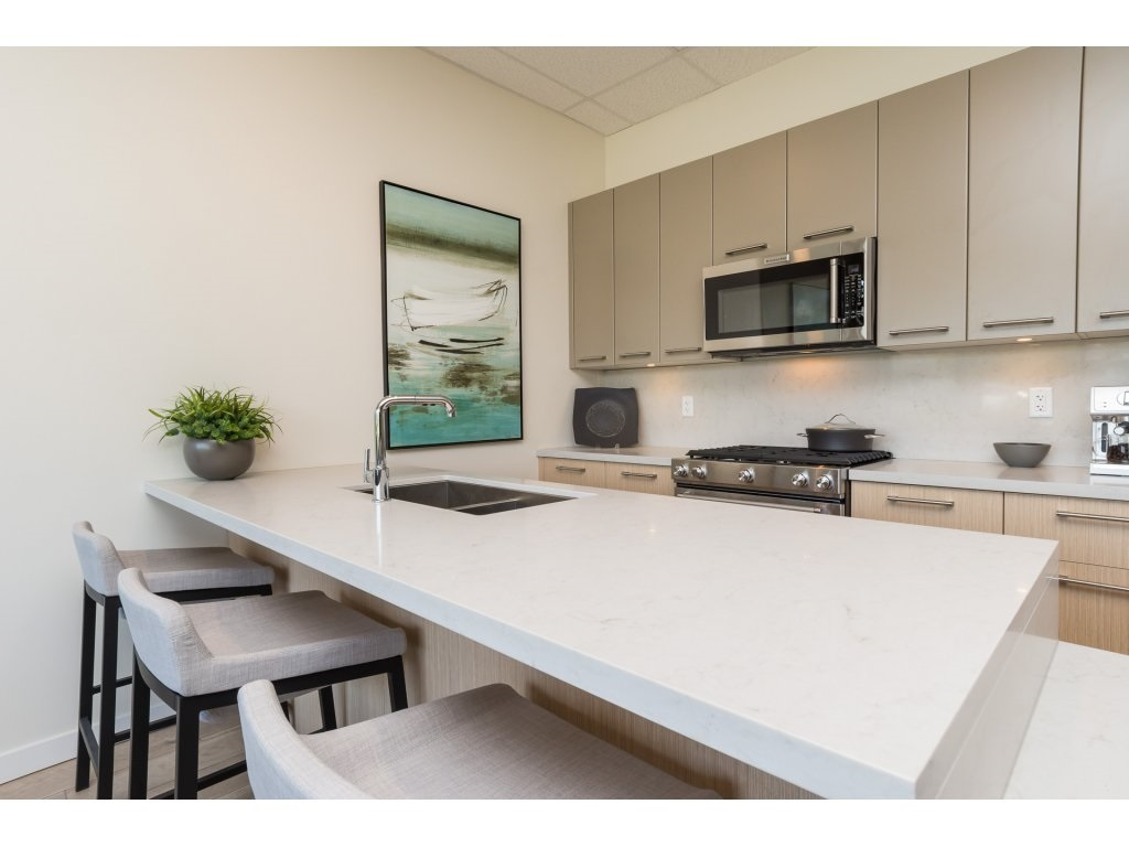 Condo Apartment at 501 14022 NORTH BLUFF ROAD, Unit 501, South Surrey White Rock, British Columbia. Image 5