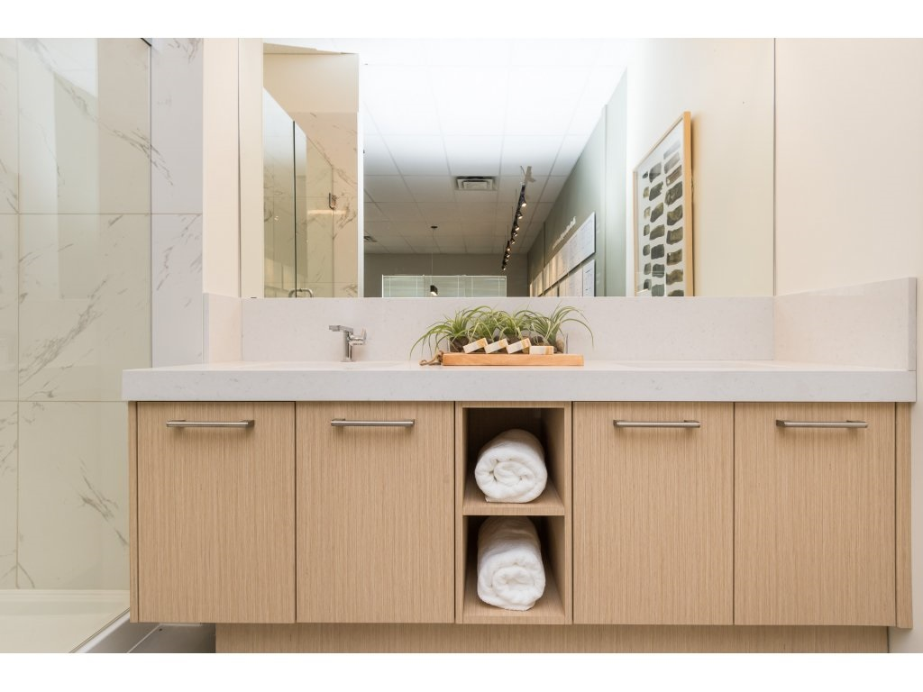 Condo Apartment at 501 14022 NORTH BLUFF ROAD, Unit 501, South Surrey White Rock, British Columbia. Image 13
