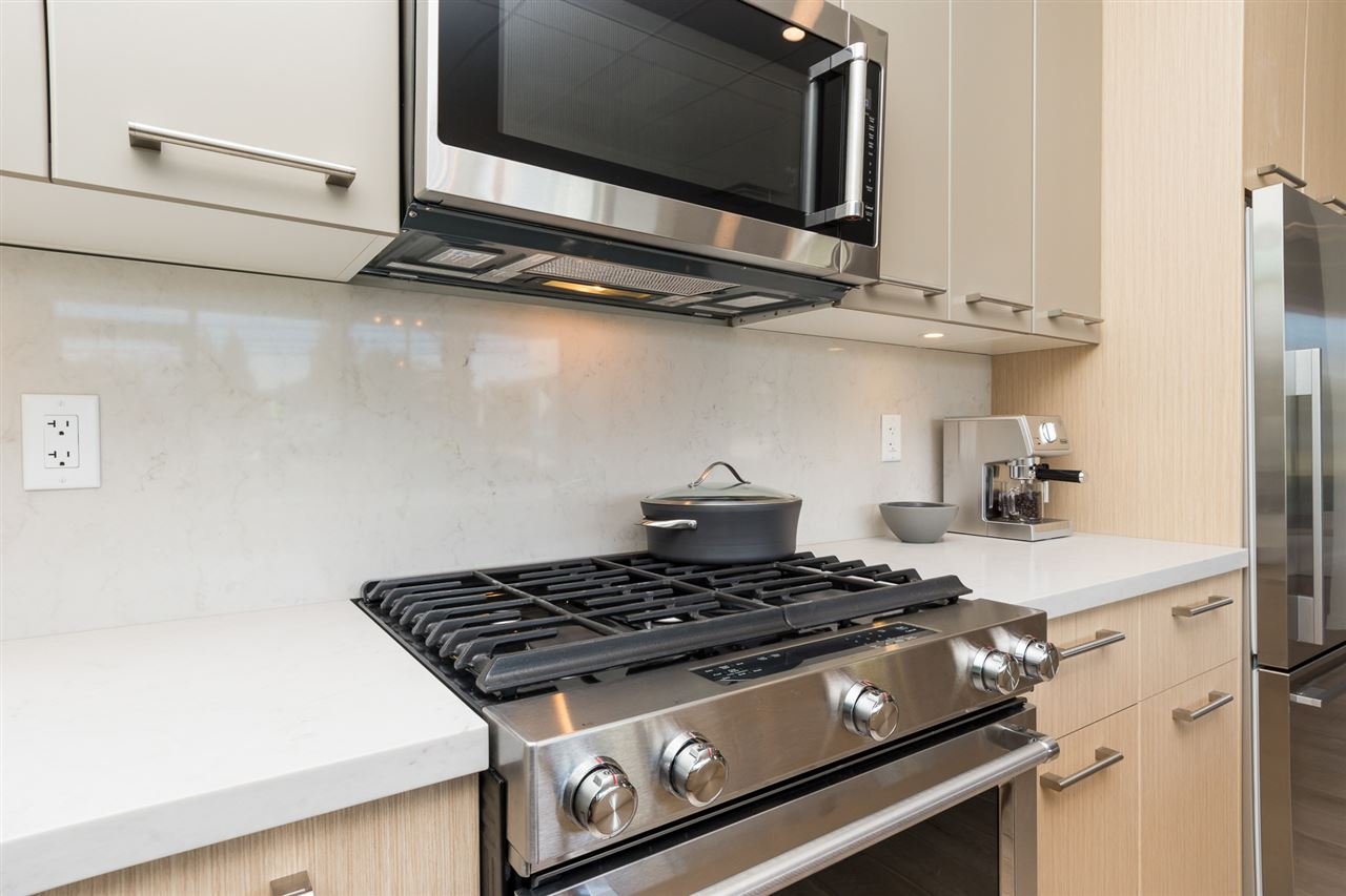 Condo Apartment at 105 14022 NORTH BLUFF ROAD, Unit 105, South Surrey White Rock, British Columbia. Image 4