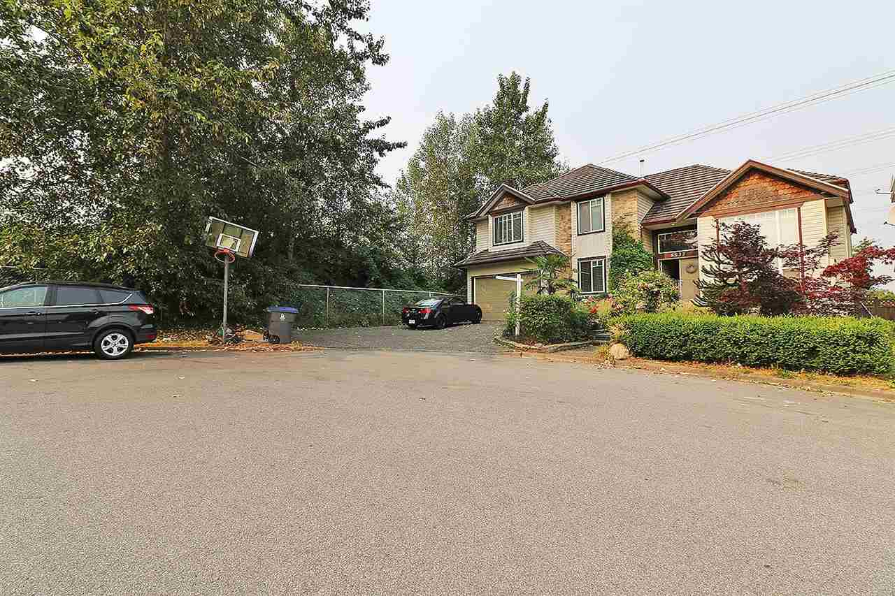 Detached at 6537 125A STREET, Surrey, British Columbia. Image 2