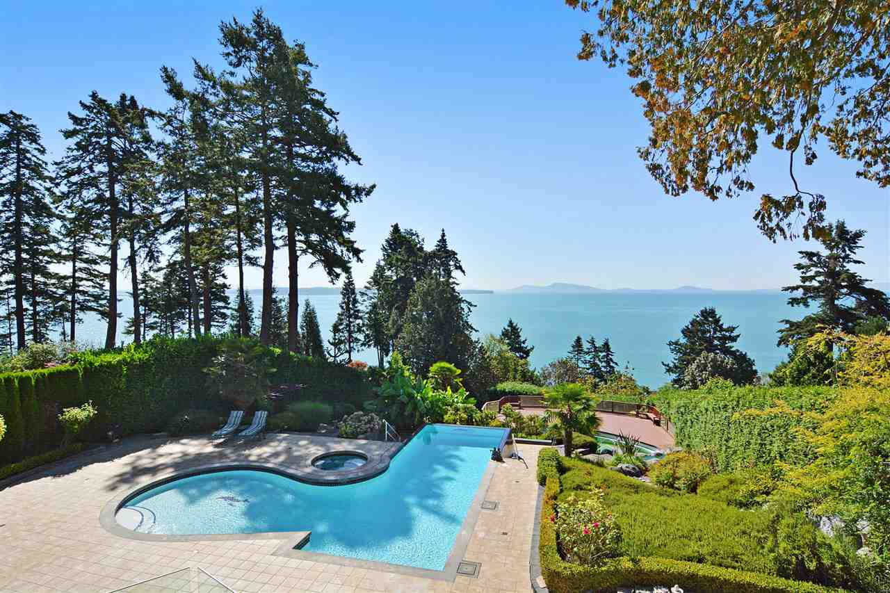 Detached at 13778 MARINE DRIVE, South Surrey White Rock, British Columbia. Image 2