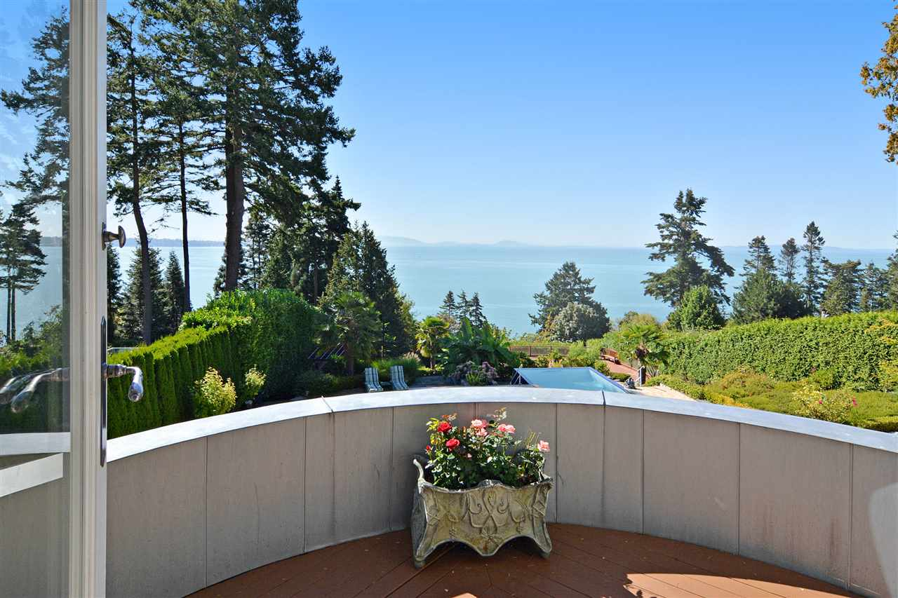 Detached at 13778 MARINE DRIVE, South Surrey White Rock, British Columbia. Image 11
