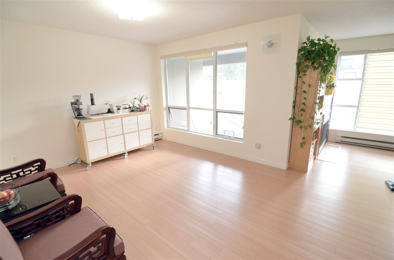 Condo Apartment at 207 1180 PINETREE WAY, Unit 207, Coquitlam, British Columbia. Image 2