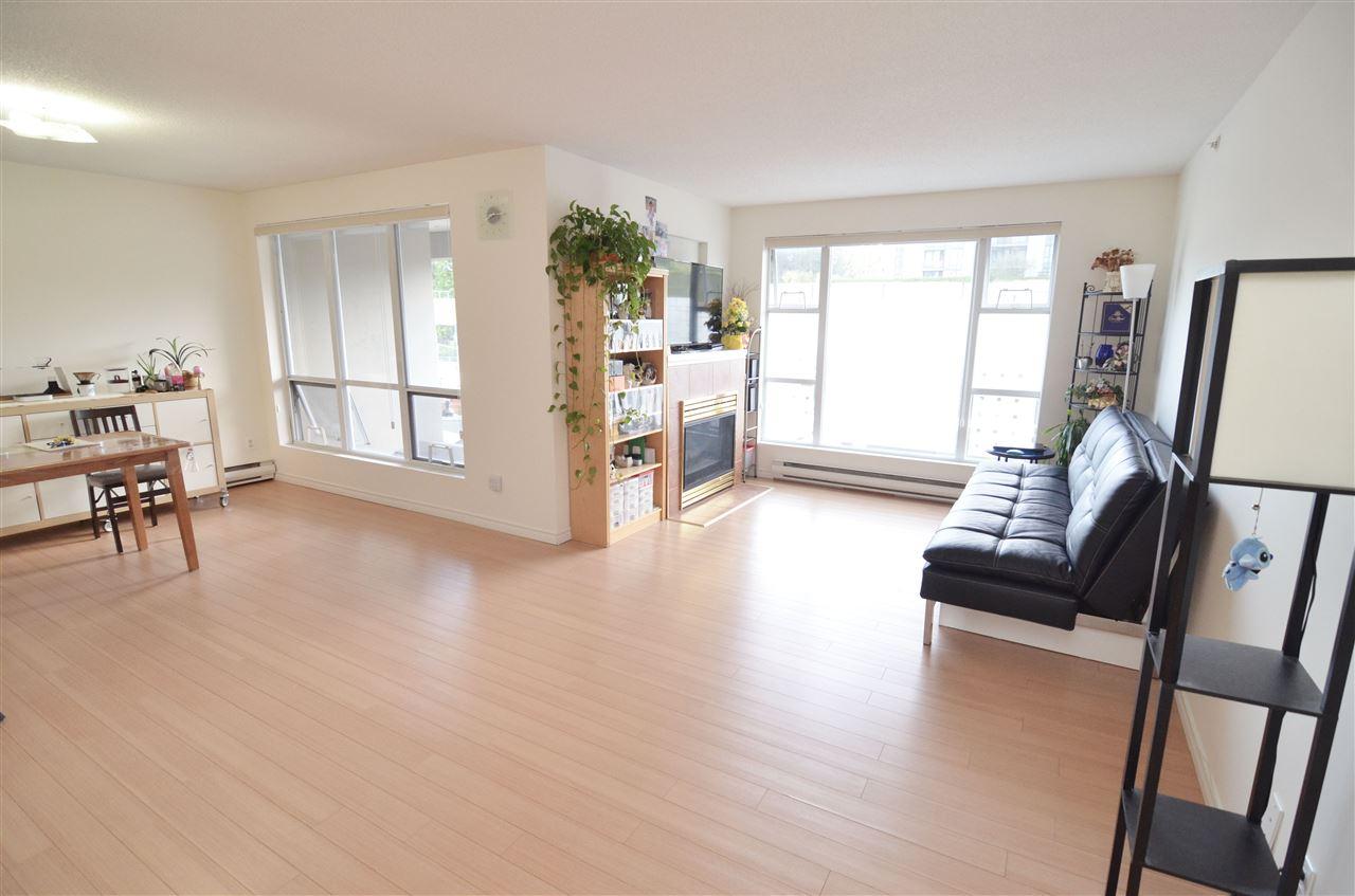 Condo Apartment at 207 1180 PINETREE WAY, Unit 207, Coquitlam, British Columbia. Image 4