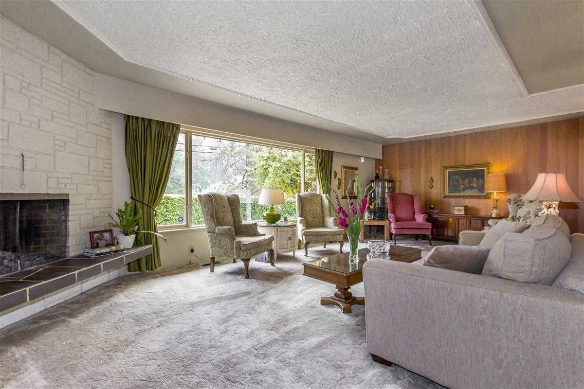 Detached at 4019 HOSKINS ROAD, North Vancouver, British Columbia. Image 2