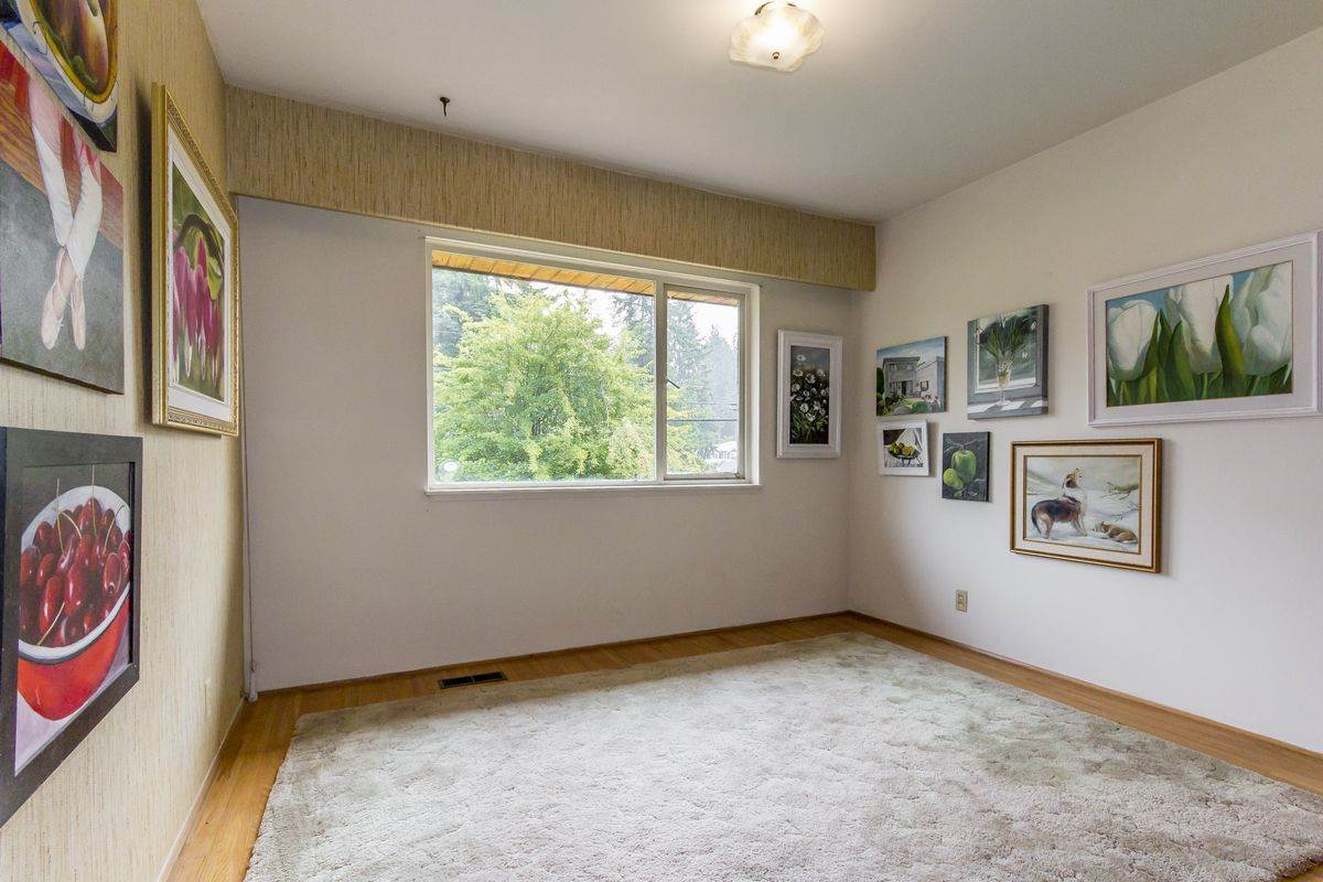 Detached at 4019 HOSKINS ROAD, North Vancouver, British Columbia. Image 16