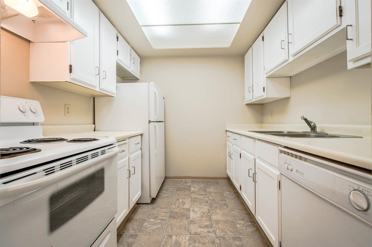 Condo Apartment at 1705 6595 WILLINGDON AVENUE, Unit 1705, Burnaby South, British Columbia. Image 3