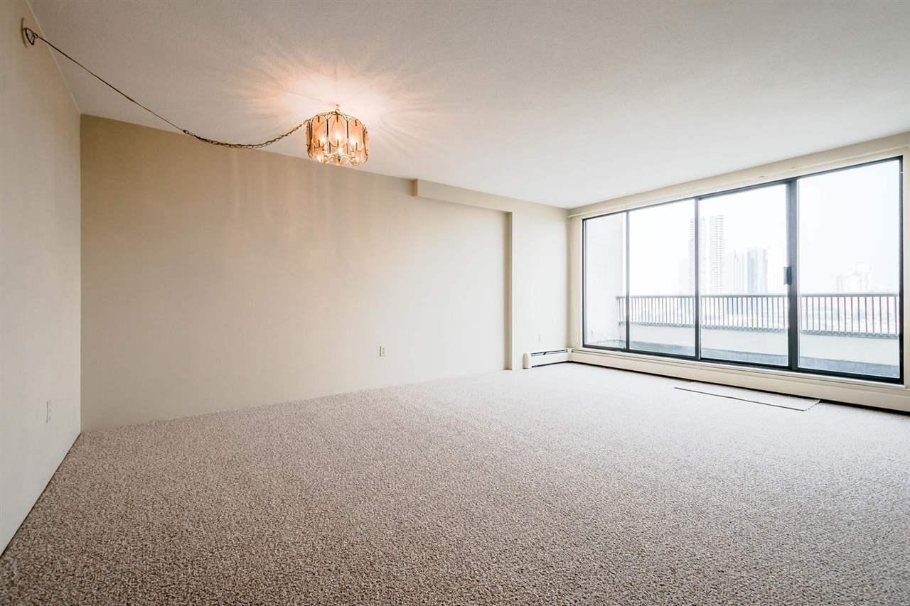 Condo Apartment at 1705 6595 WILLINGDON AVENUE, Unit 1705, Burnaby South, British Columbia. Image 5