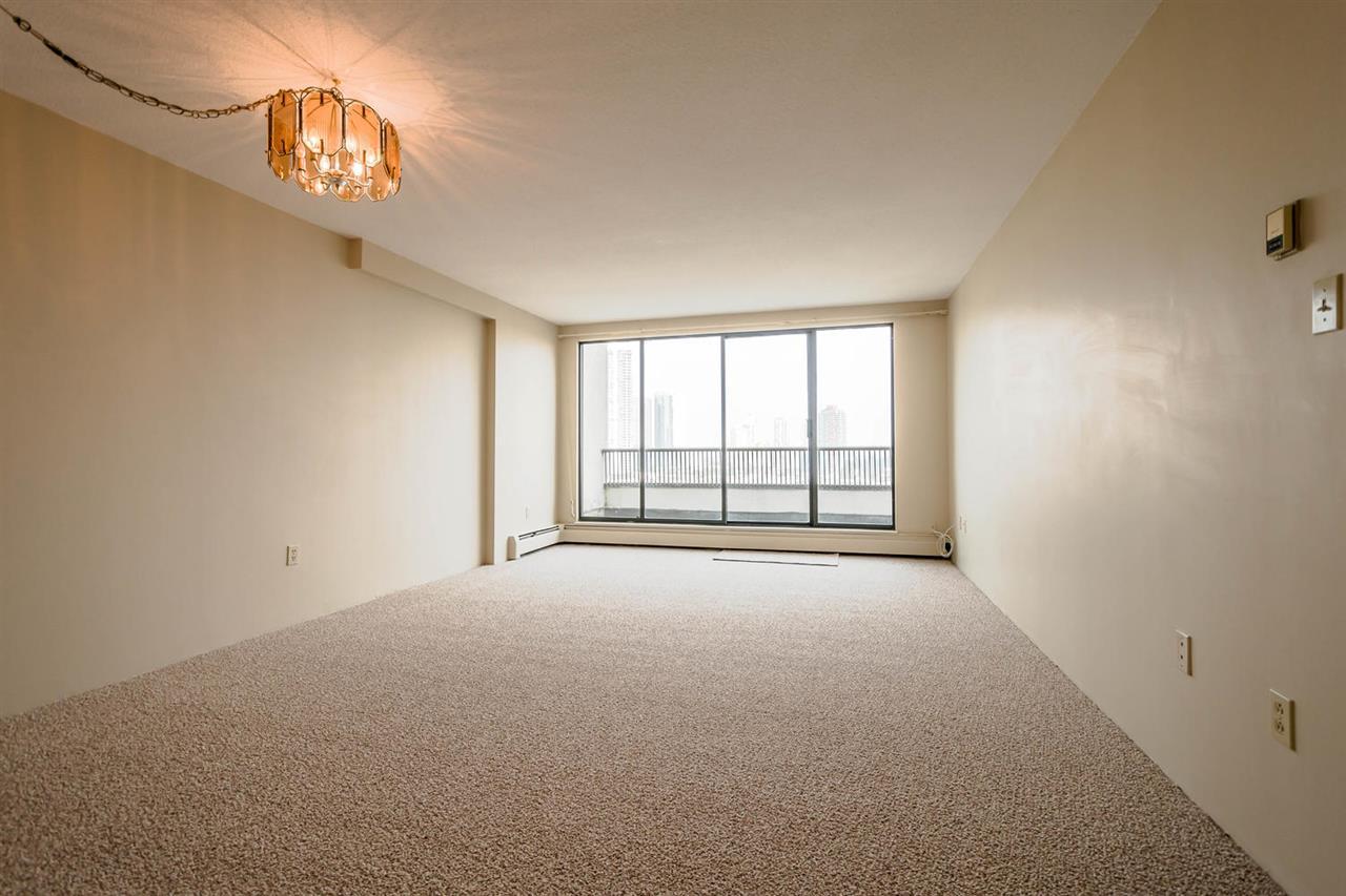 Condo Apartment at 1705 6595 WILLINGDON AVENUE, Unit 1705, Burnaby South, British Columbia. Image 6