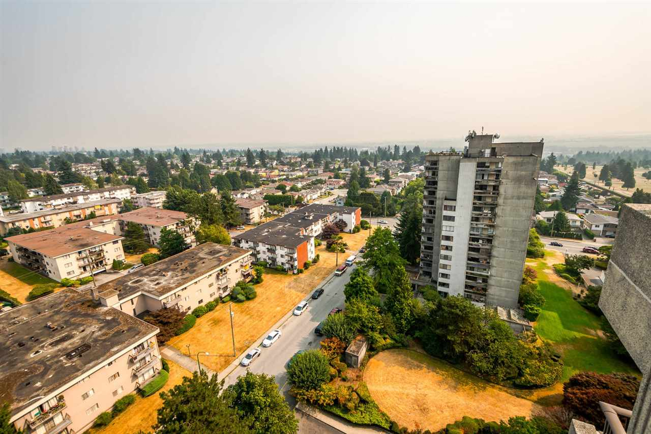 Condo Apartment at 1705 6595 WILLINGDON AVENUE, Unit 1705, Burnaby South, British Columbia. Image 14