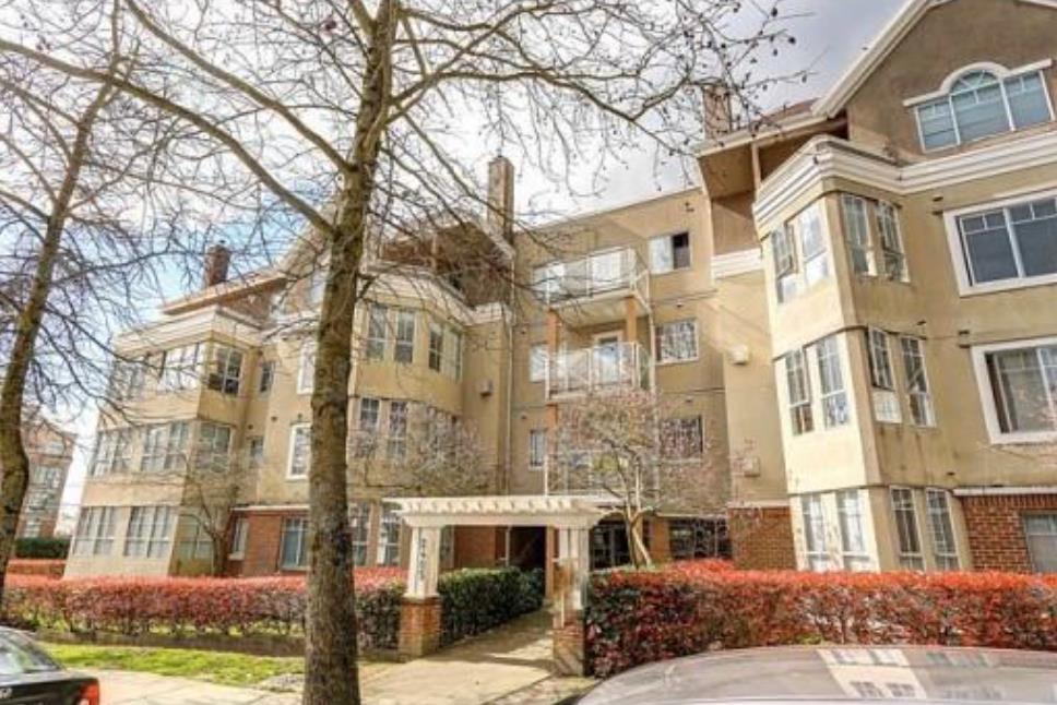 Condo Apartment at 302 2405 KAMLOOPS STREET, Unit 302, Vancouver East, British Columbia. Image 1