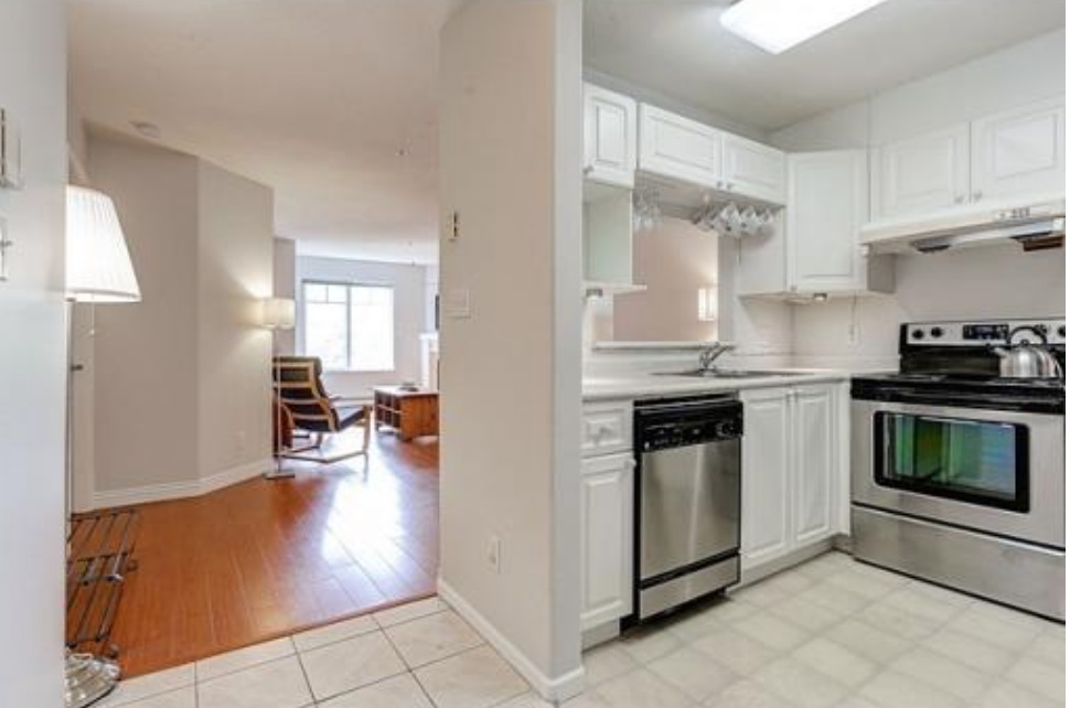 Condo Apartment at 302 2405 KAMLOOPS STREET, Unit 302, Vancouver East, British Columbia. Image 4