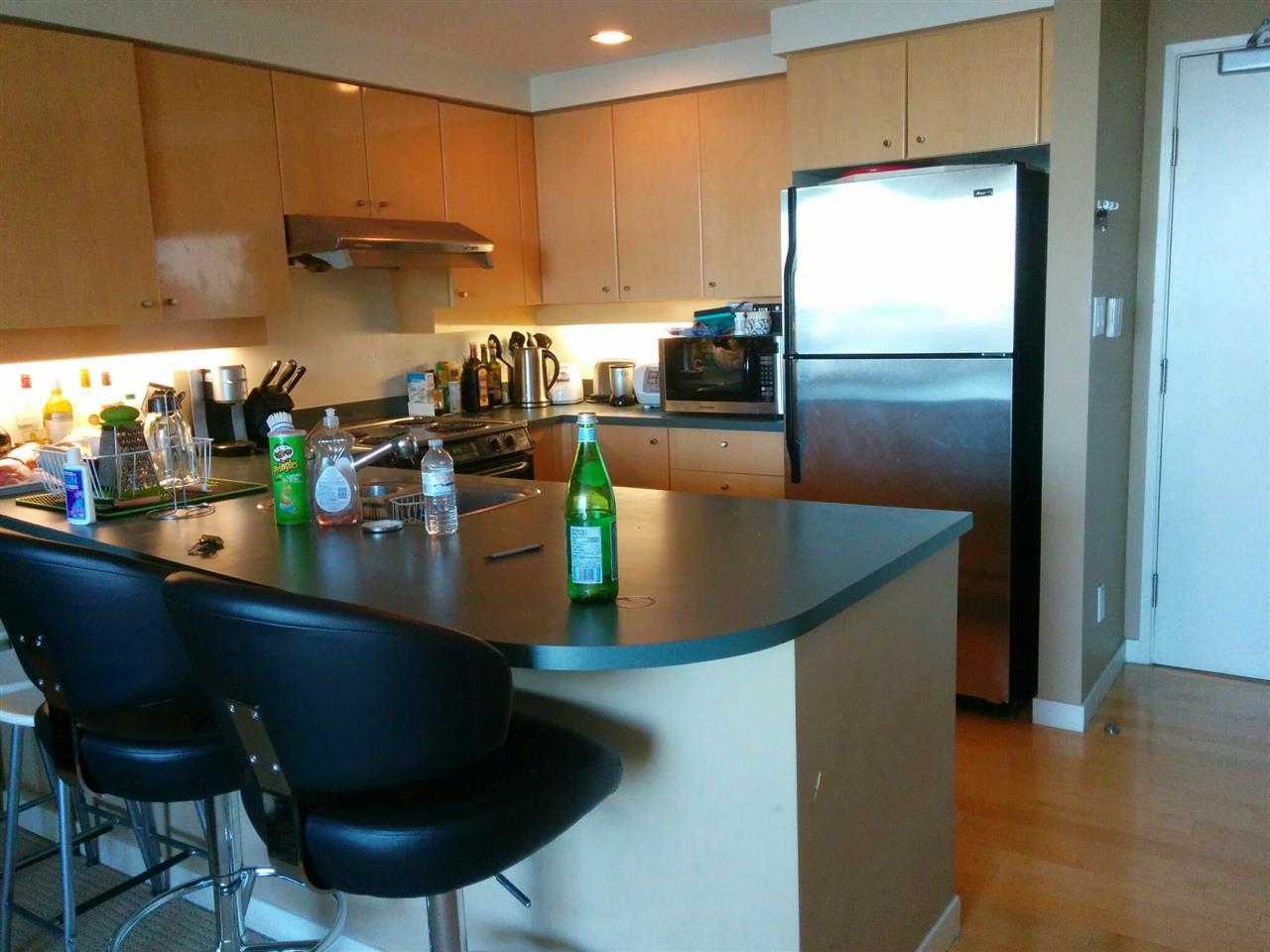 Condo Apartment at 3305 1009 EXPO BOULEVARD, Unit 3305, Vancouver West, British Columbia. Image 6