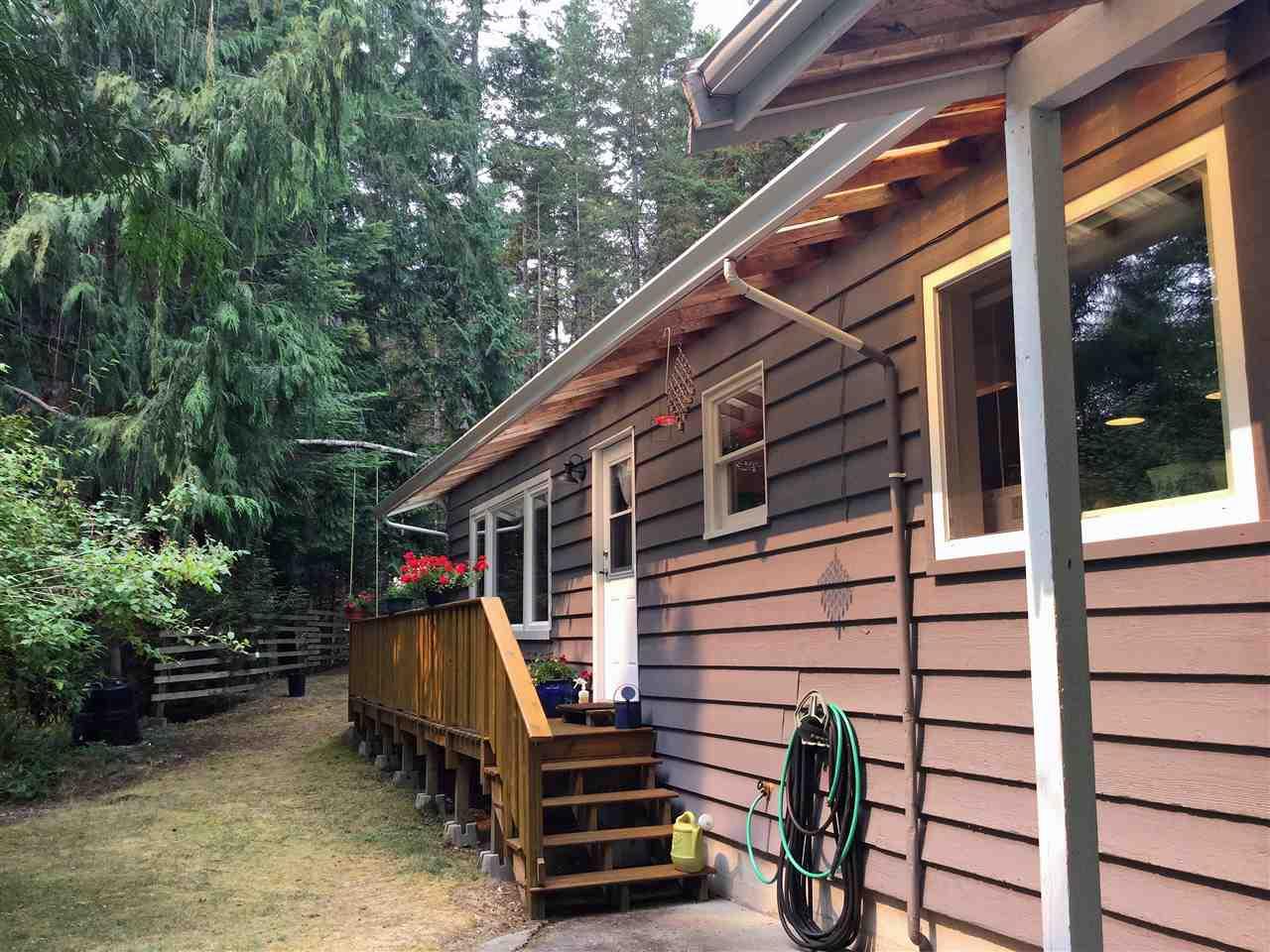 Detached at 12715 LAGOON ROAD, Sunshine Coast, British Columbia. Image 5
