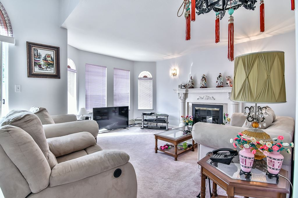 Detached at 7582 IMPERIAL STREET, Burnaby South, British Columbia. Image 9
