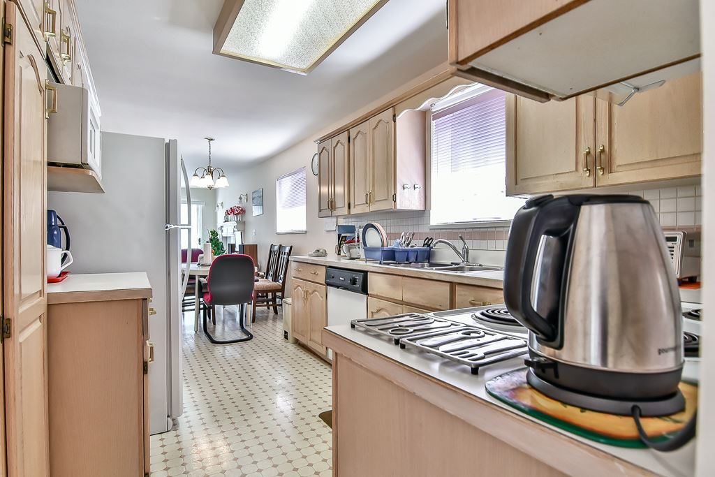 Detached at 7582 IMPERIAL STREET, Burnaby South, British Columbia. Image 12