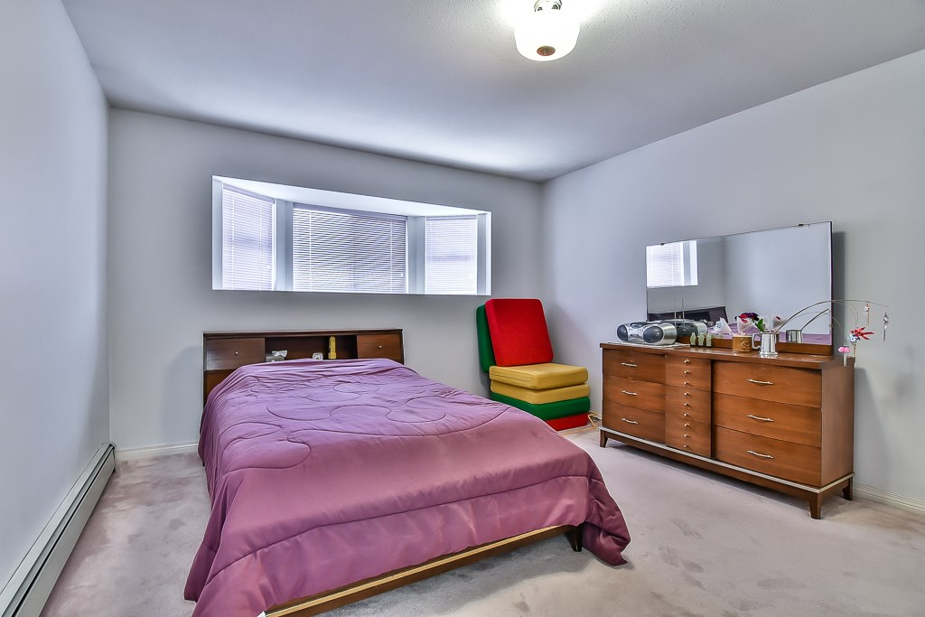 Detached at 7582 IMPERIAL STREET, Burnaby South, British Columbia. Image 17