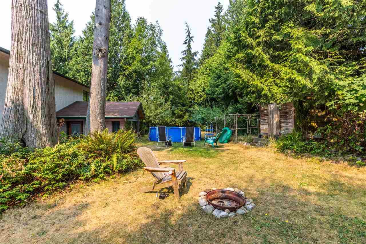 Detached at 8092 DOGWOOD DRIVE, Sunshine Coast, British Columbia. Image 19
